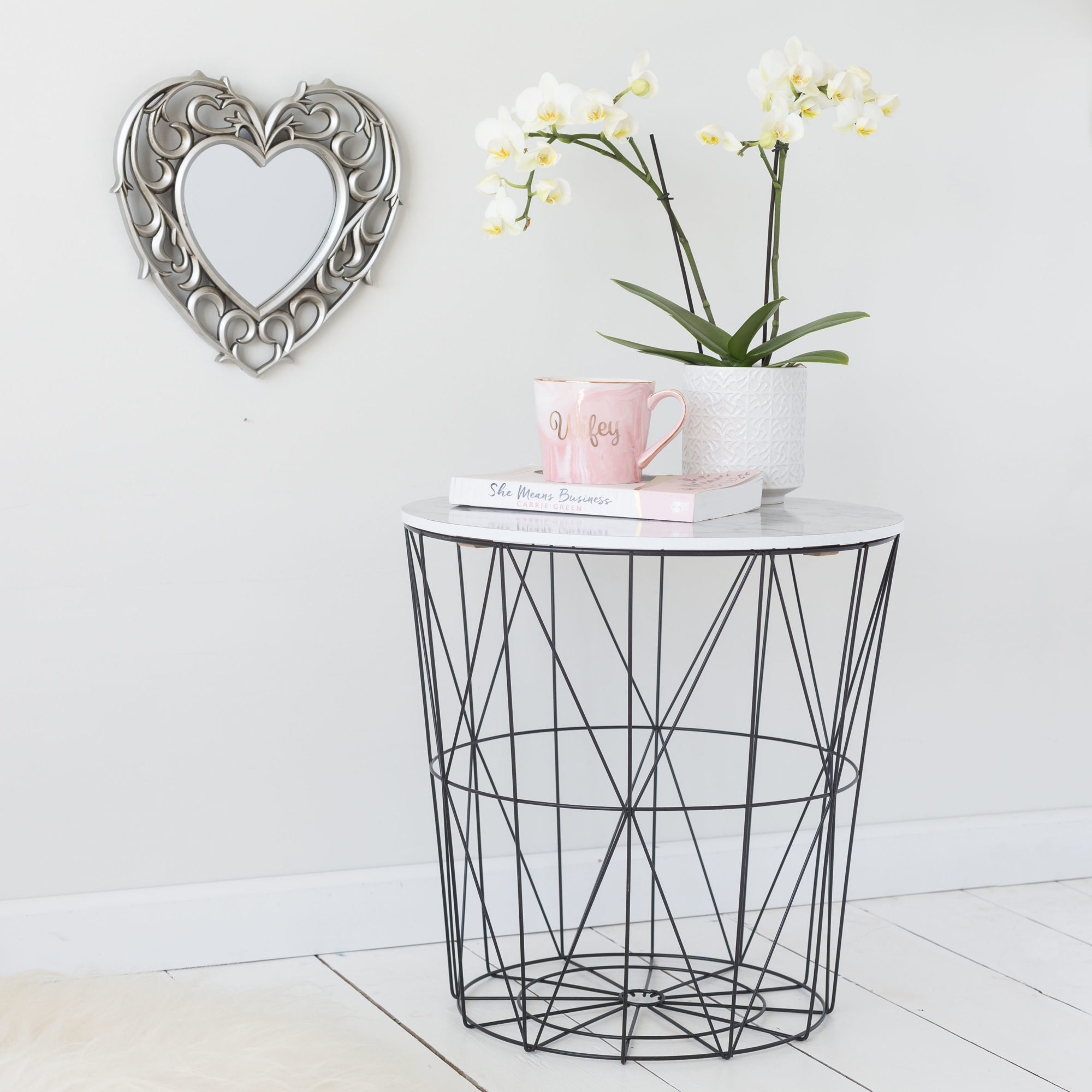Black Geometric Wire Round Side Table – White Marble Top