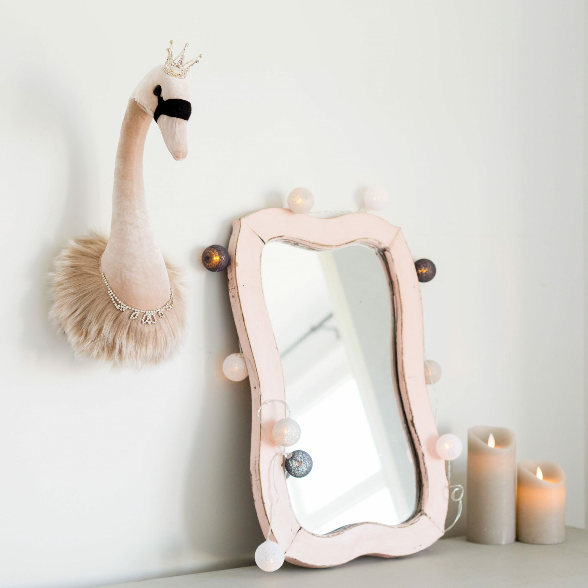 Glam Pink Swan Wall Head